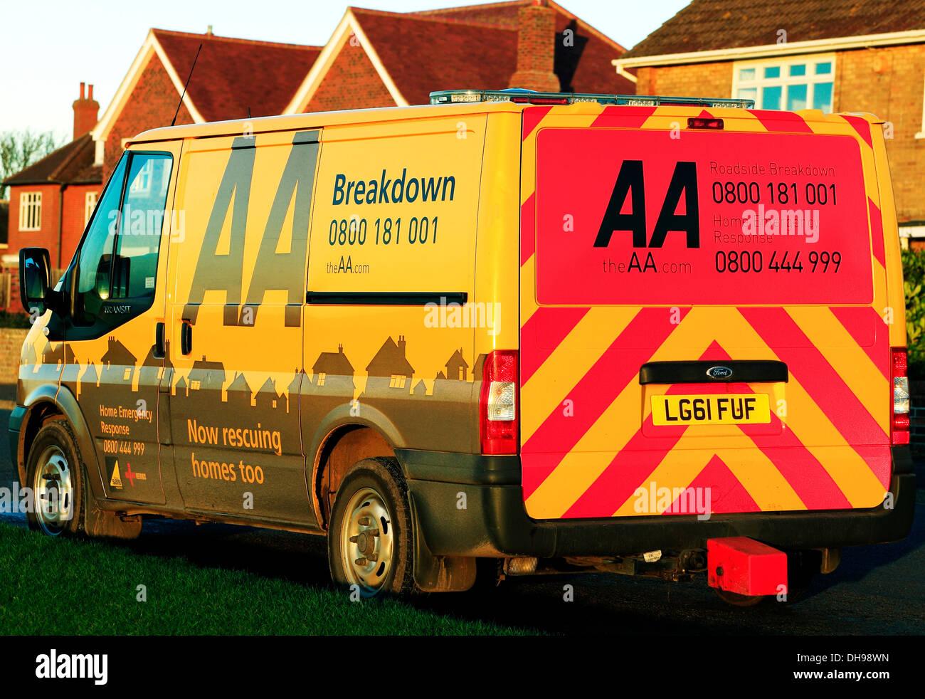 AA Ausfall Fahrzeug England UK, Heimat Einsatzfahrzeuge am Straßenrand Stockbild
