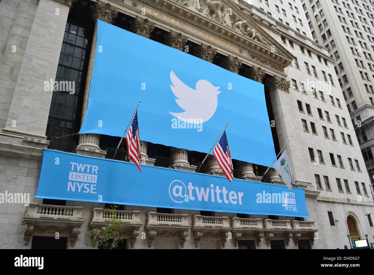 New York, NY, USA. 6. November 2013. Twitter Banner auf der New York Stock Exchange, als die populären social-Media Stockfoto