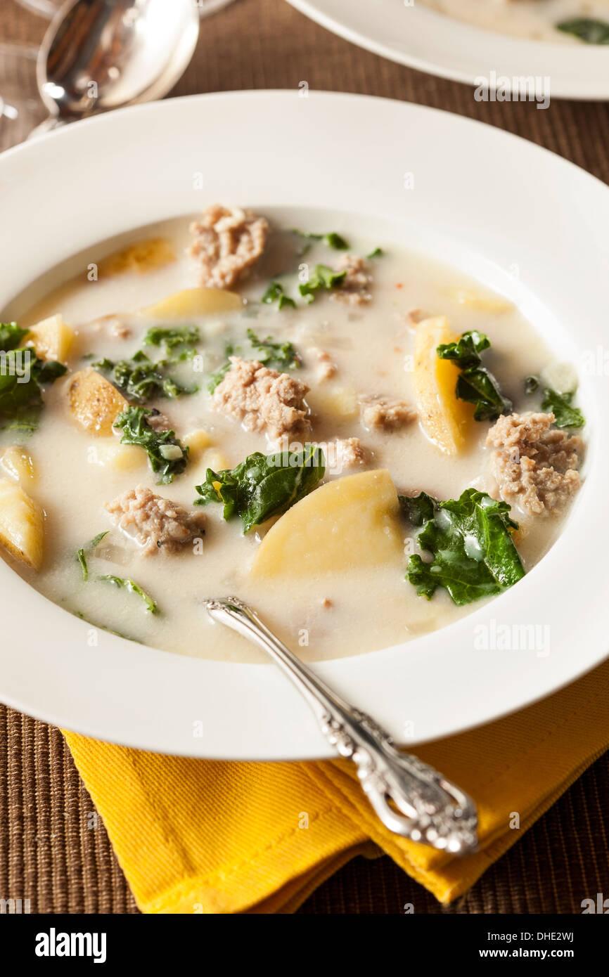 Wurst und Kale Tuscana Suppe mit Kartoffel Vorspeise Stockfoto