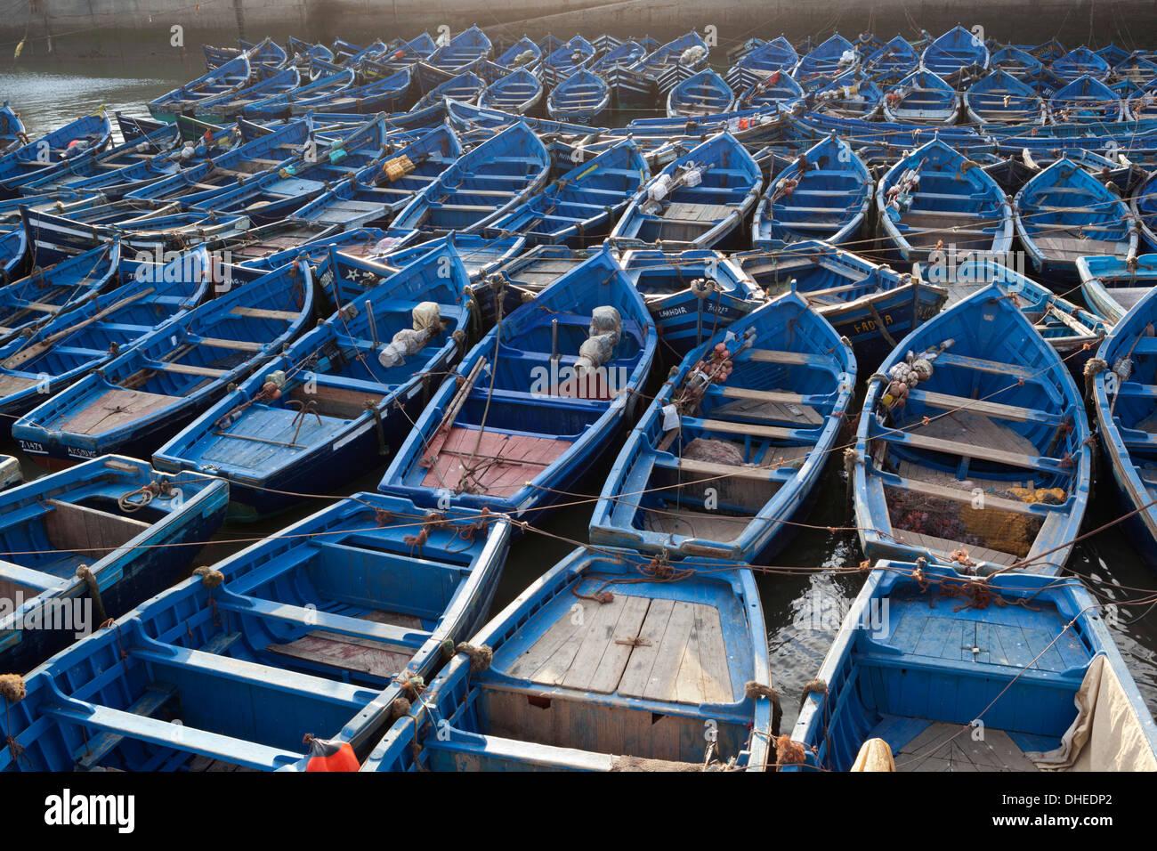 Traditionelle blaue Fischerboote im Hafen von Essaouira, Atlantik-Küste, Marokko, Nordafrika, Afrika Stockbild
