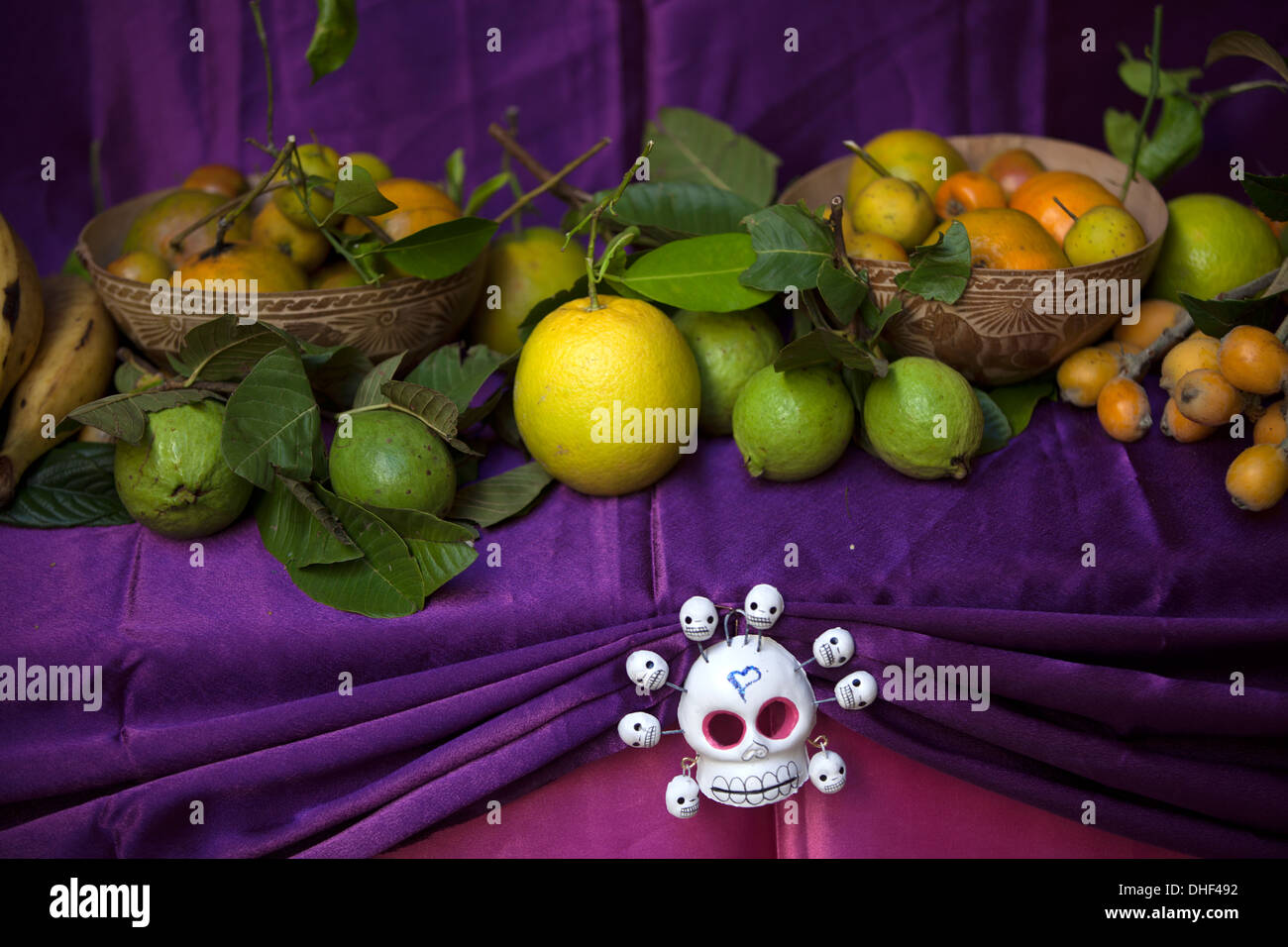 day of the dead mexico altar stockfotos day of the dead. Black Bedroom Furniture Sets. Home Design Ideas