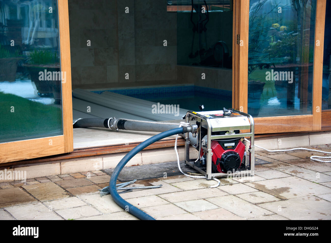 Water Pump Swimming Pool Stockfotos & Water Pump Swimming ...