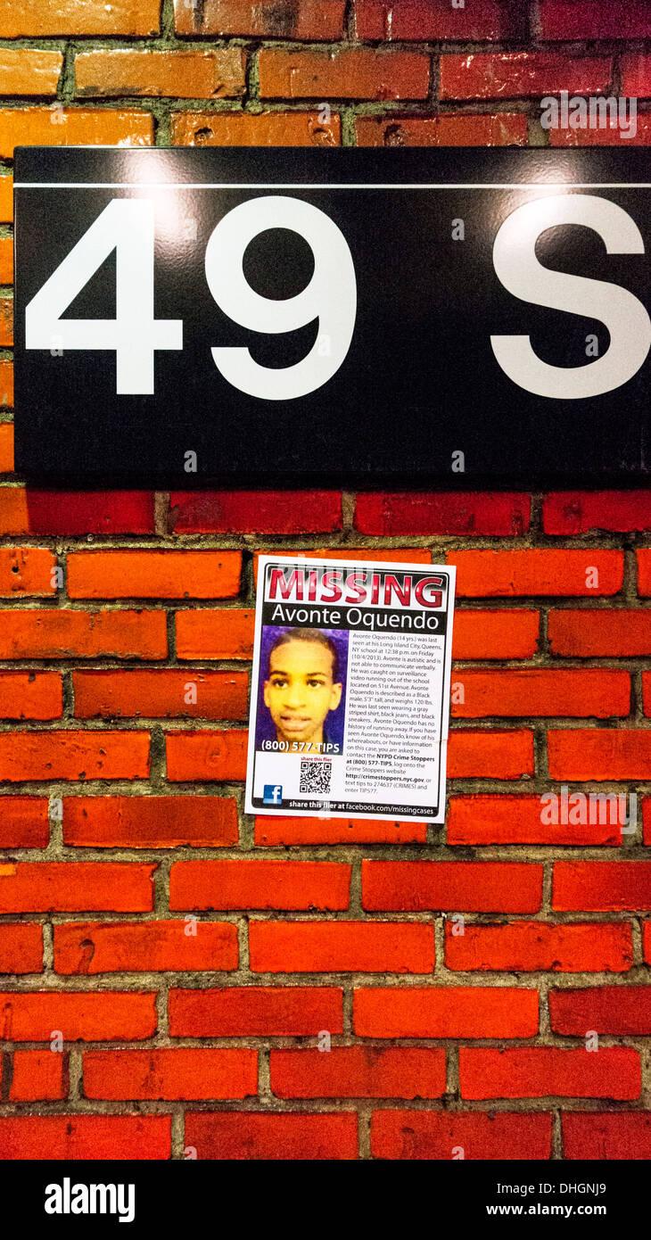 Poster an der Wand der 49th Street R Linie u-Bahn Station Werbung ...