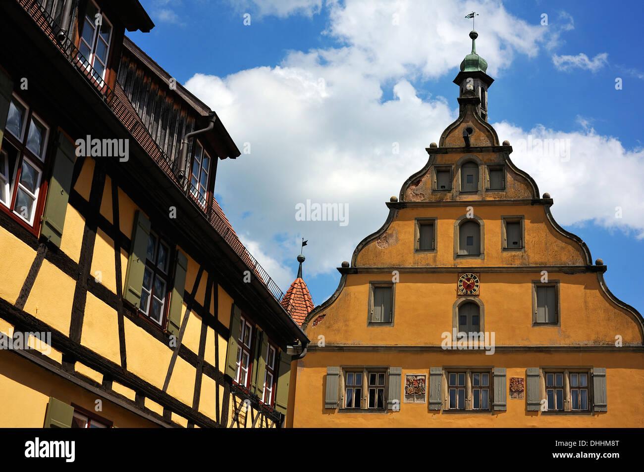 Giebel, 1567, dreistöckige Steildach Struktur mit gebogenen Renaissance-Giebeln, ehemaligen Waisenhaus verließ Fachwerkhaus aus Stockbild