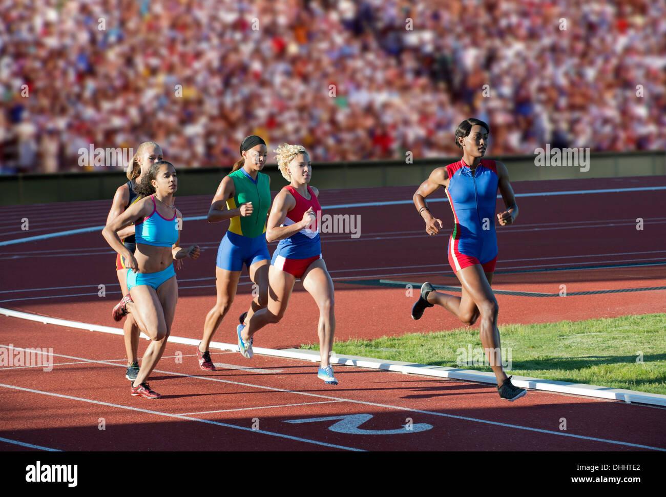 Läufer, die Rennen auf dem richtigen Weg Stockbild