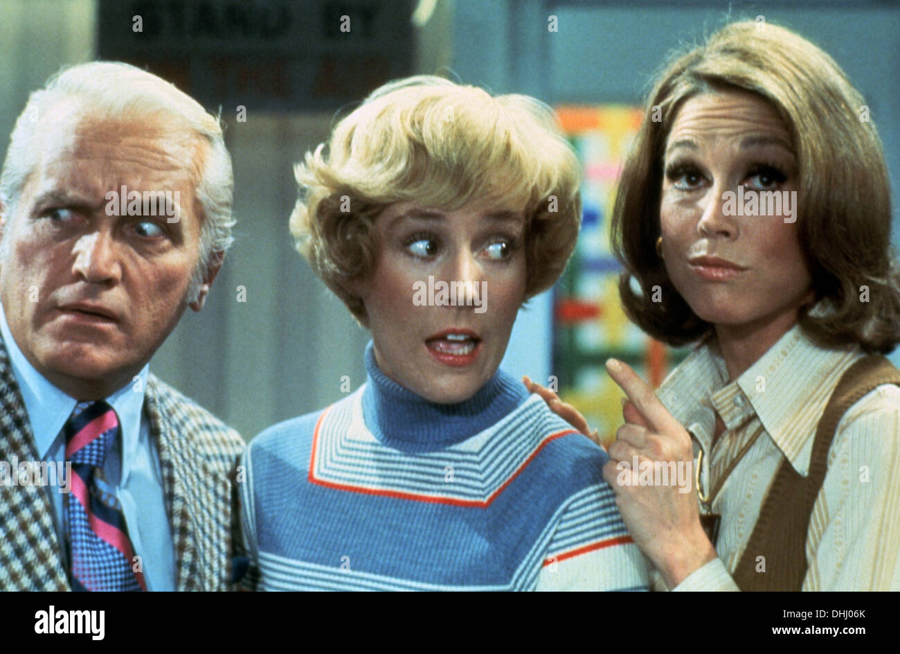 MARY TYLER MOORE SHOW (TV) (1970-1977) TED KNIGHT, GEORGIA ENGEL, MARY TYLER MOORE, MTMS 015 MOVIESTORE COLLECTION LTD. Stockbild