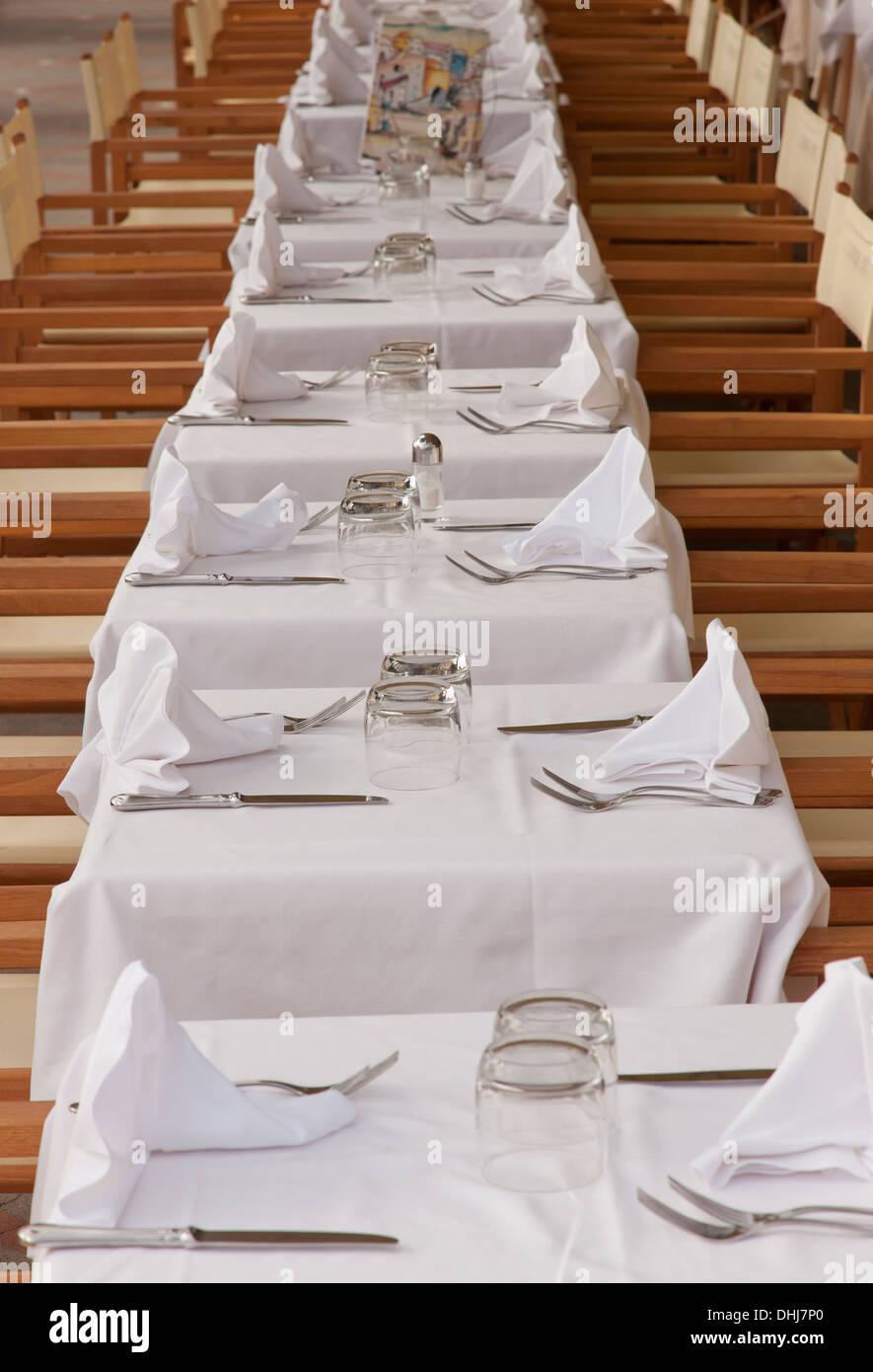 Restaurant Tische am Strand; Positano, Italien. Stockbild