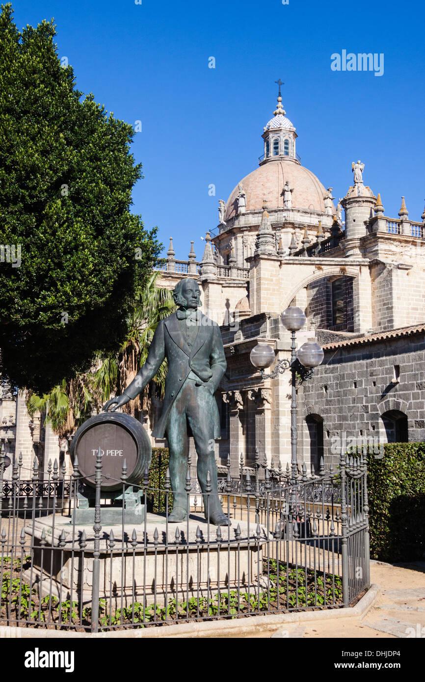 Statue der Manuel Maria Gonzalez Gründer der Gonzalez Byass Weingüter. Jerez De La Frontera, Andalusien, Stockbild