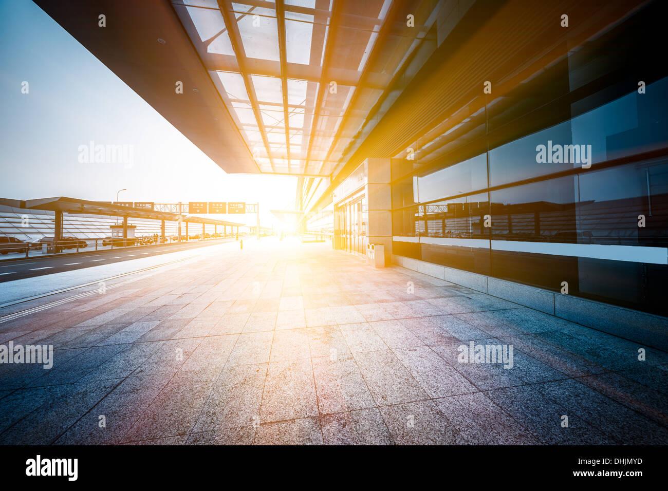 leere Eingang des Flughafens Stockfoto
