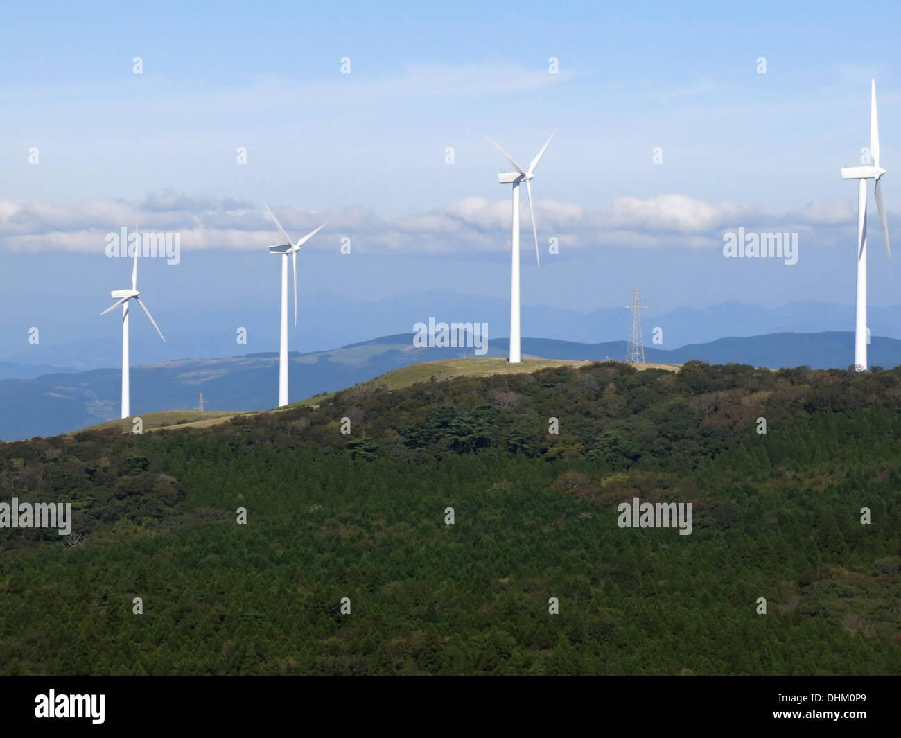 große Windkraftanlagen japan Land-Seite Stockbild