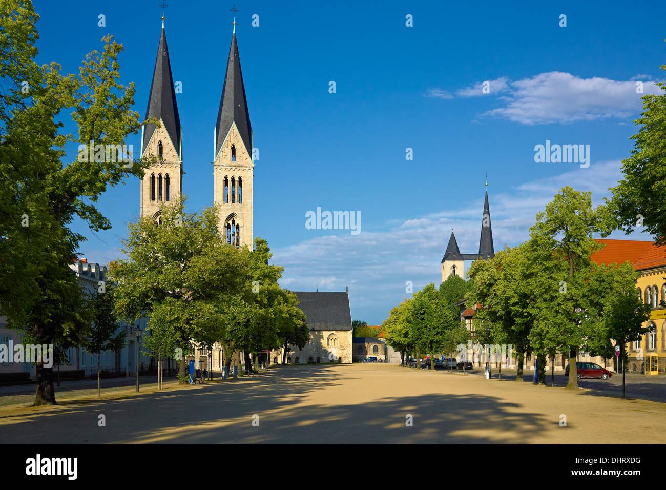 Quadratische Domplatz mit Dom Halberstadt, Halberstadt, Sachsen-Anhalt, Deutschland Stockbild