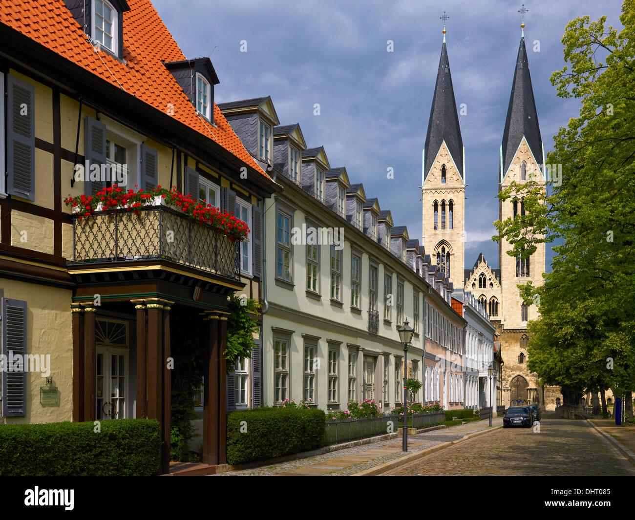 Domplatz mit Halberstadt Dom und Priorat, Halberstadt, Sachsen-Anhalt, Deutschland Stockbild