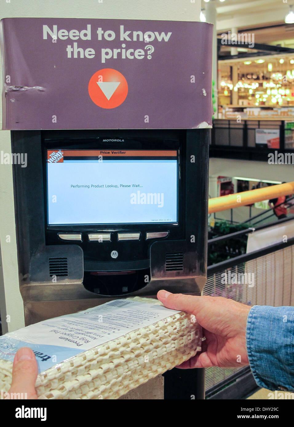 Self Service Preis Check Maschine Home Depot Nyc Usa Stockfoto