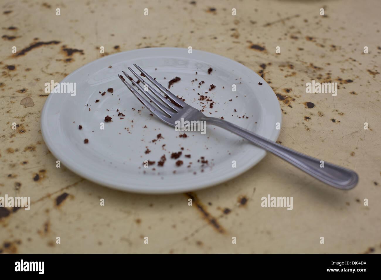 leeren Teller mit Kuchen Krümel. Fertige Kuchen in angesagten ...