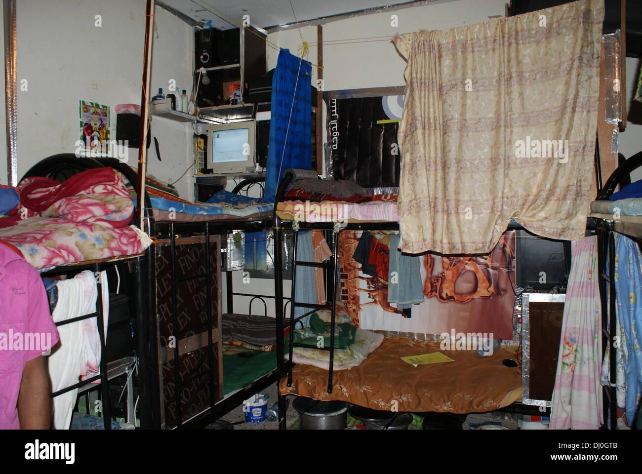 Etagenbett Zu Verkaufen : Handout zeigt eine amnestie internationale foto oktober
