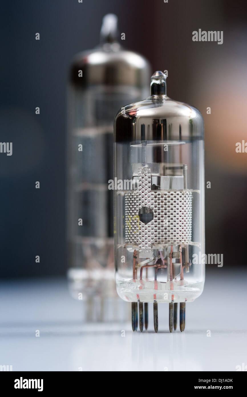 Tolle Grundlegende Elektronische Komponenten Und Ihre Symbole ...