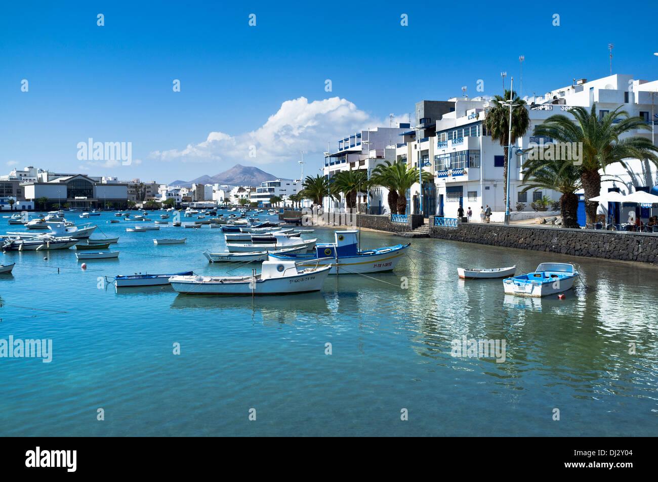 Dh Arrecife ARRECIFE LANZAROTE Lagune Häuser und Boote innere Hafen ...