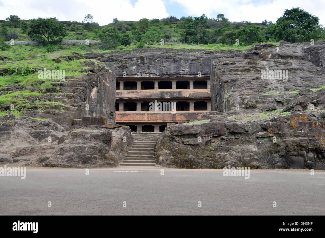 Höhle 11: Tun Tal Fassade. Allgemeine Ansicht von Südwesten. Tal oder zwei Stockwerke zu tun. Ellora Höhlen, Aurangabad, Maharashtra, Indien Stockbild