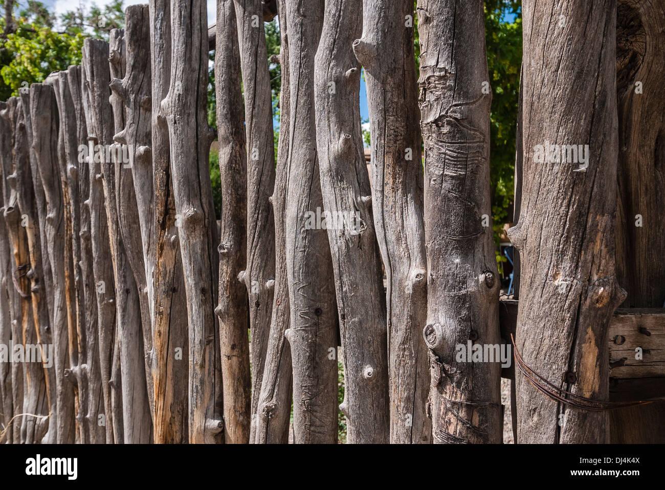 Eine Nahaufnahme Von Einem Traditionellen Zaun Aus Asten Wie Ublich