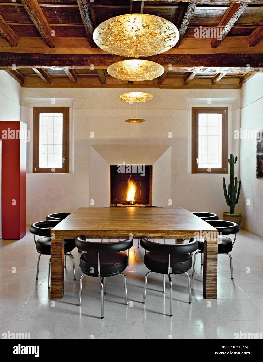 luxus esszimmer, luxus esszimmer mit holzdecke und kamin stockfoto, bild: 62813023, Design ideen