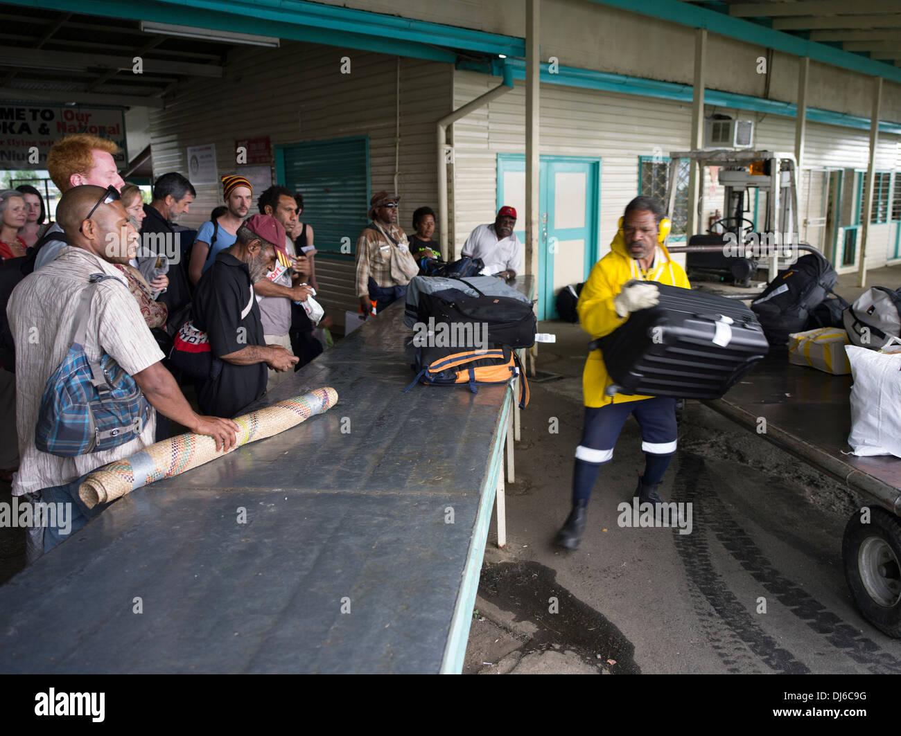 Gepäckausgabe Goroka Flughafen, Papua New Guinea Stockbild