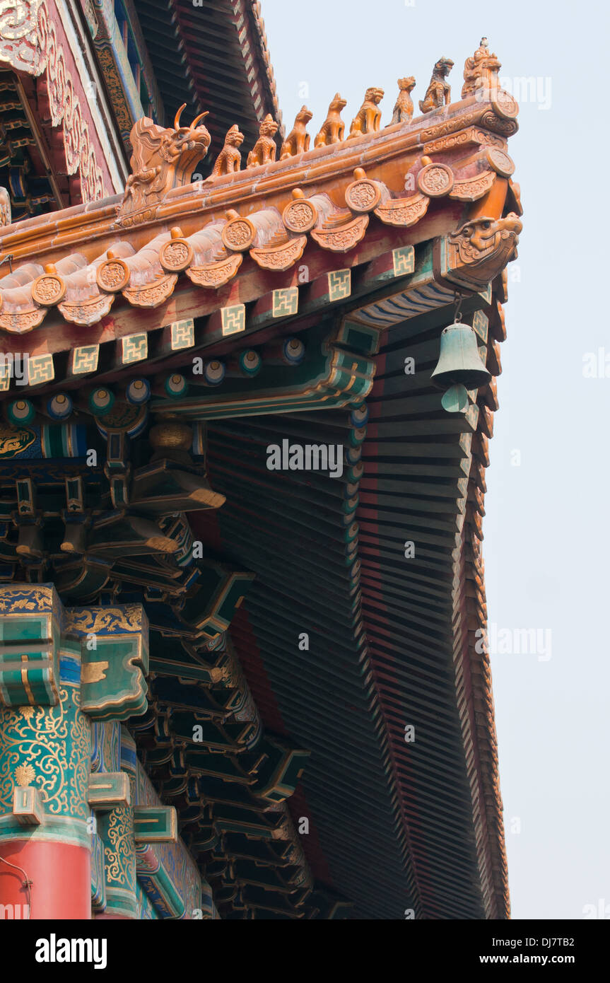 Dachdetails in Yonghe-Tempel, auch bekannt als Yonghe Lamasery oder einfach Lama-Tempel in Peking, China Stockfoto