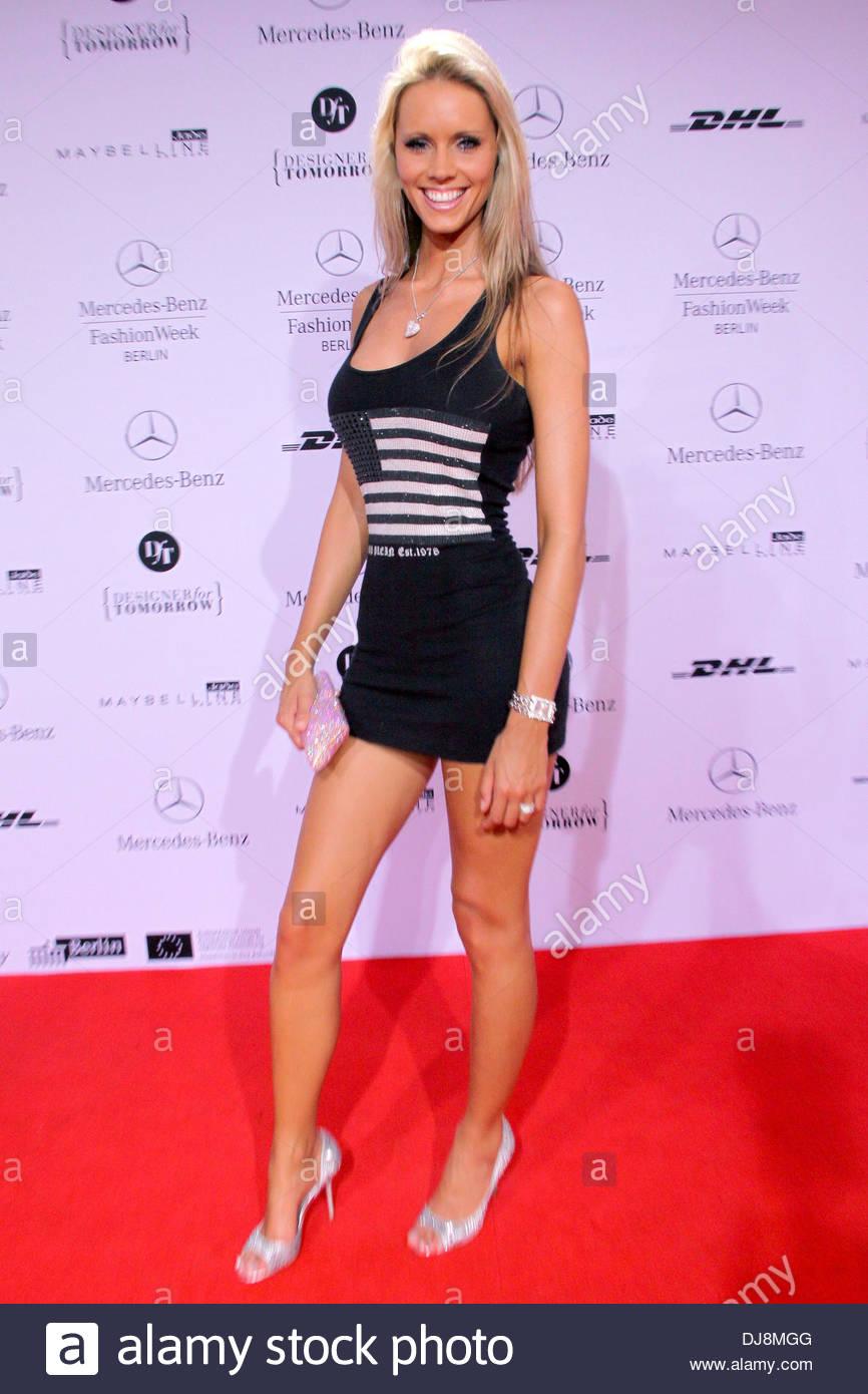 Franziska czurratis bei mercedes benz fashion week berlin for Mercedes benz clothes
