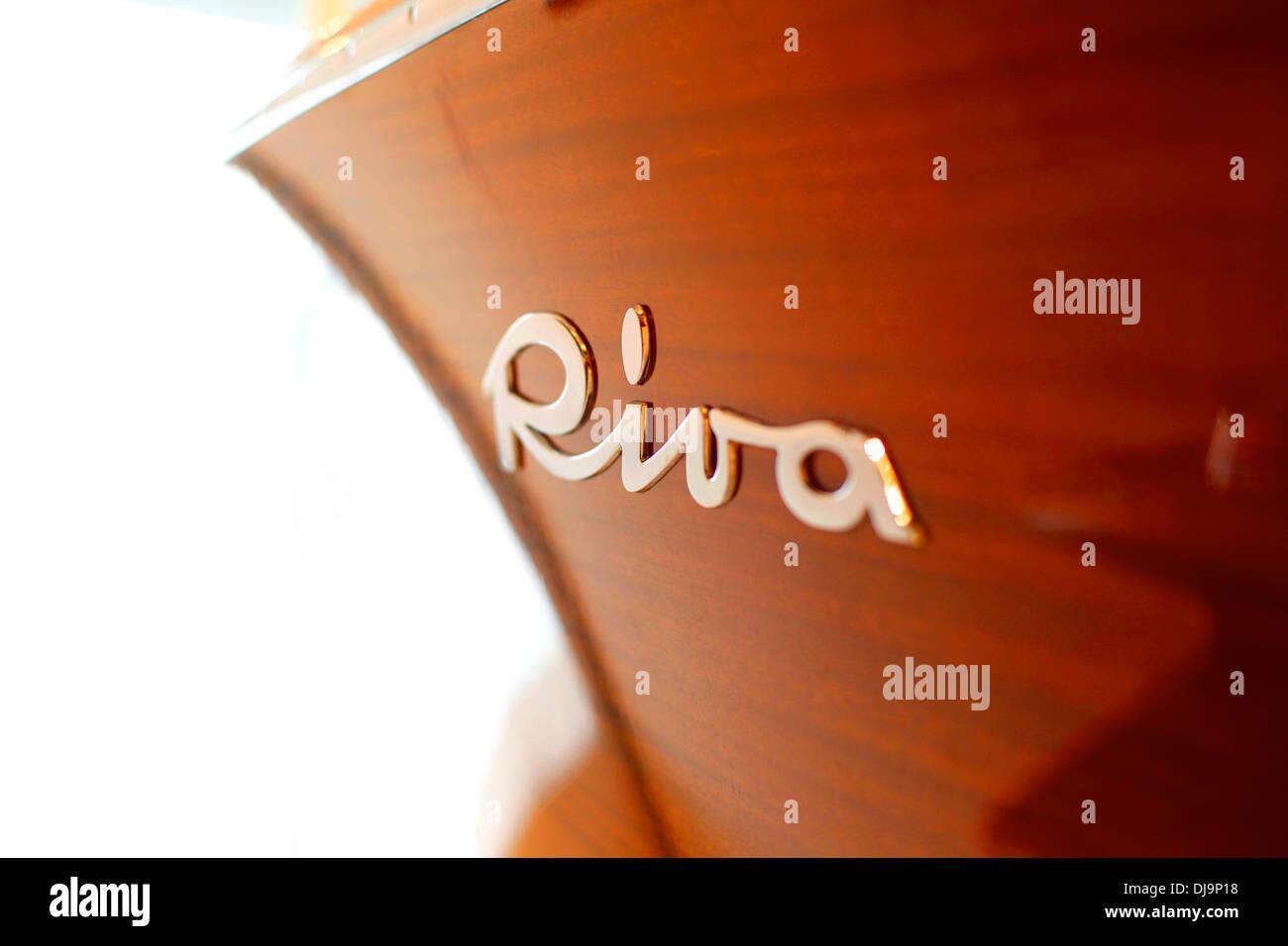 Klassische Riva Yachten auf dem Display in der Fabrik am Lago d ' Iseo in Sarnico, Italien. Stockbild