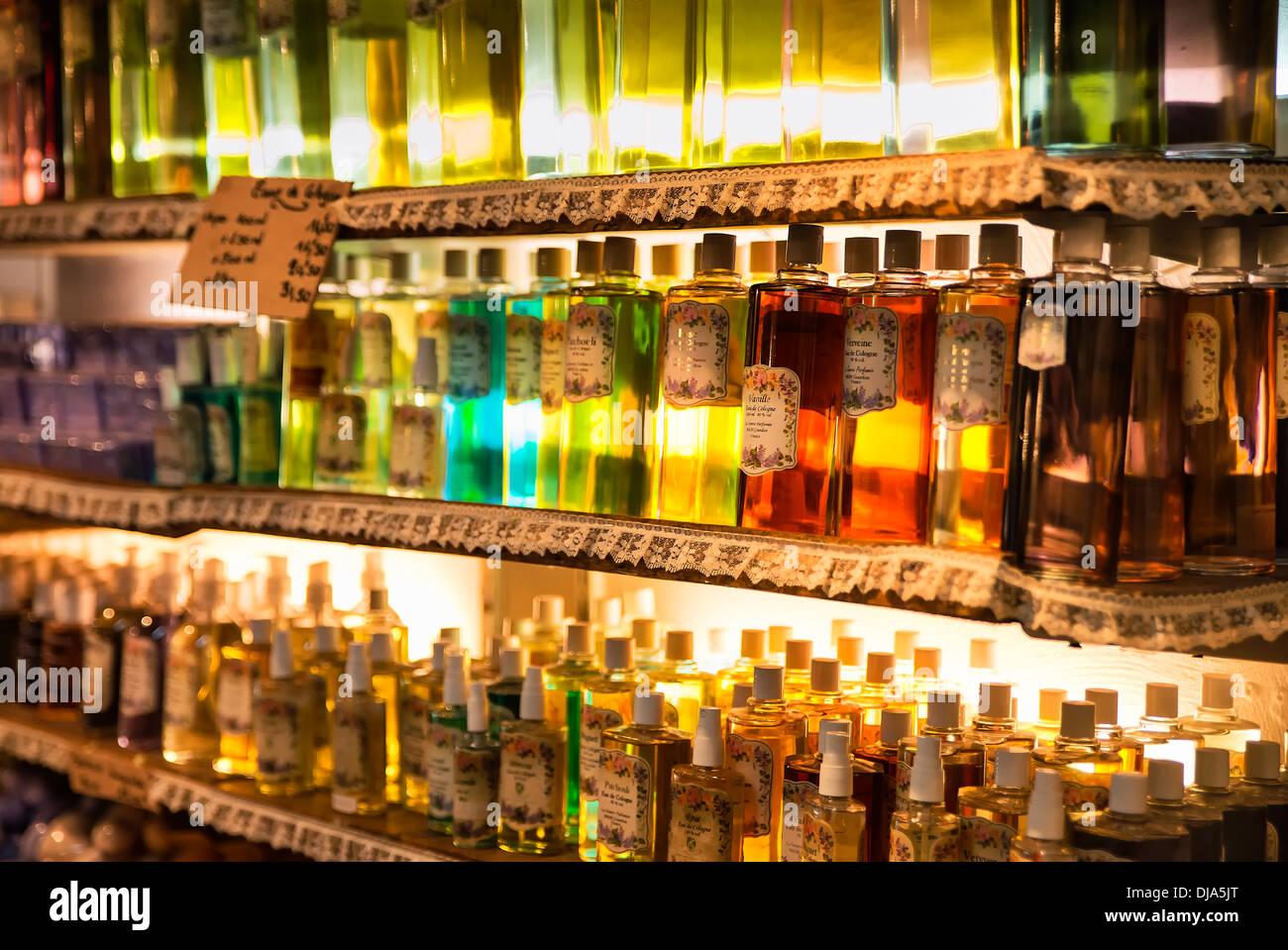 Zusammengesetzte Duft in einer Parfümerie Shop, Gordon, Provence, Frankreich Stockbild