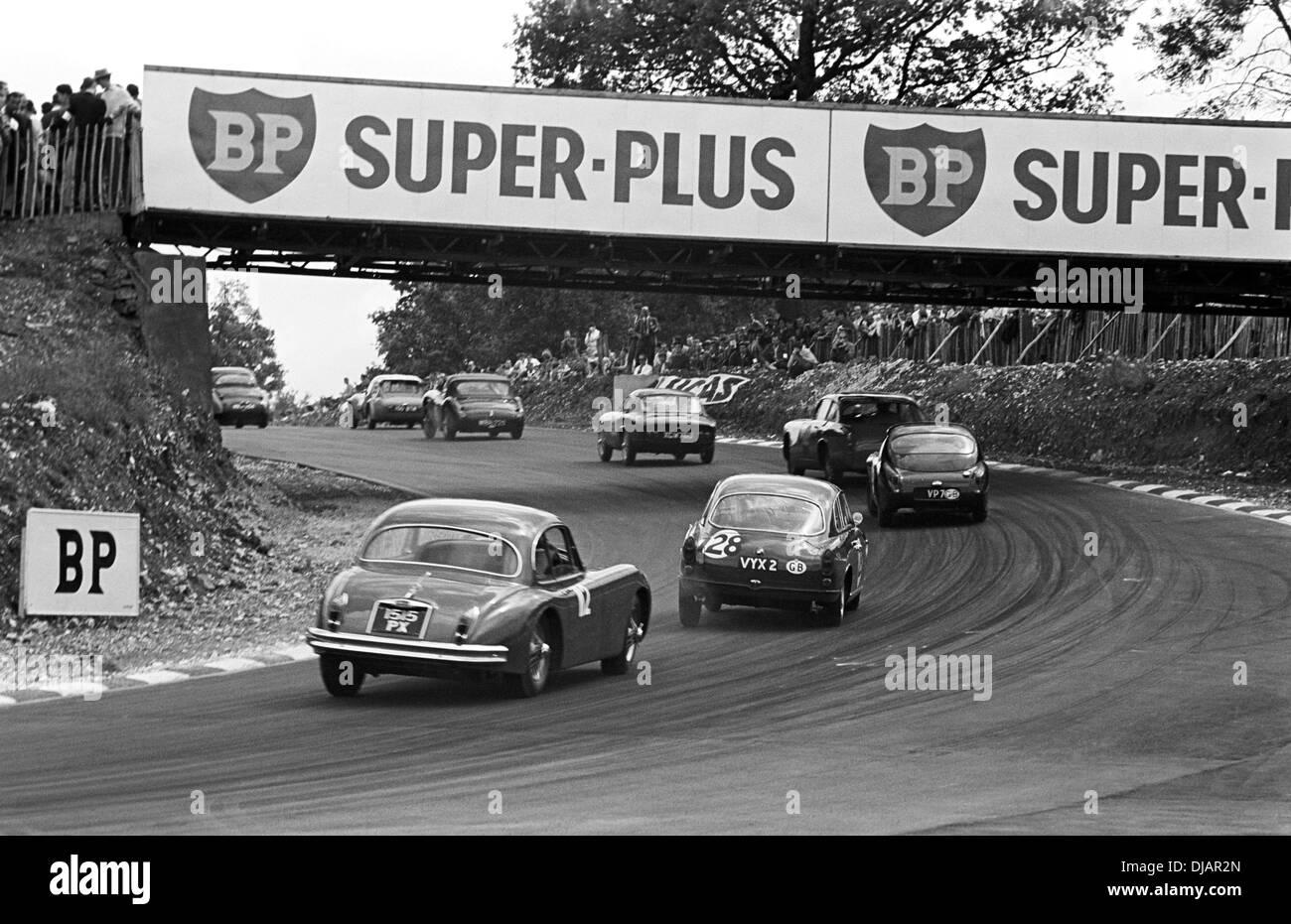 GT Rennen Feld Bank Südschlaufe, Brands Hatch, England 1. August 1960. Stockbild