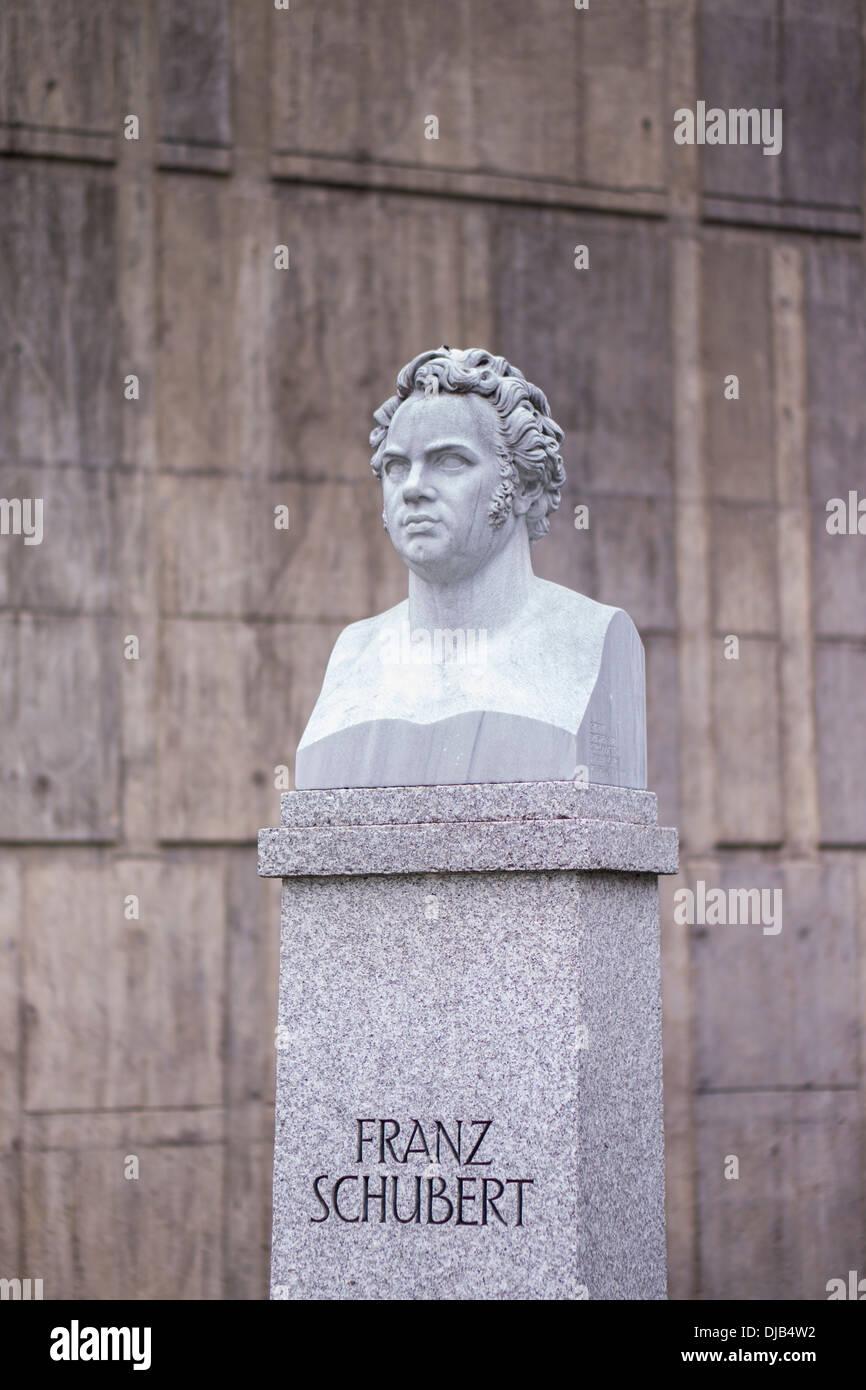 Büste vor der _liederhalle_ Concert Hall zeigt Komponisten Franz Schubert, Stuttgart, Baden-Württemberg, Deutschland Stockbild