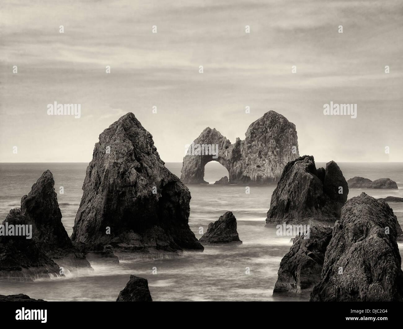Mack Arch Rock bei Sonnenaufgang. Oregon Stockbild