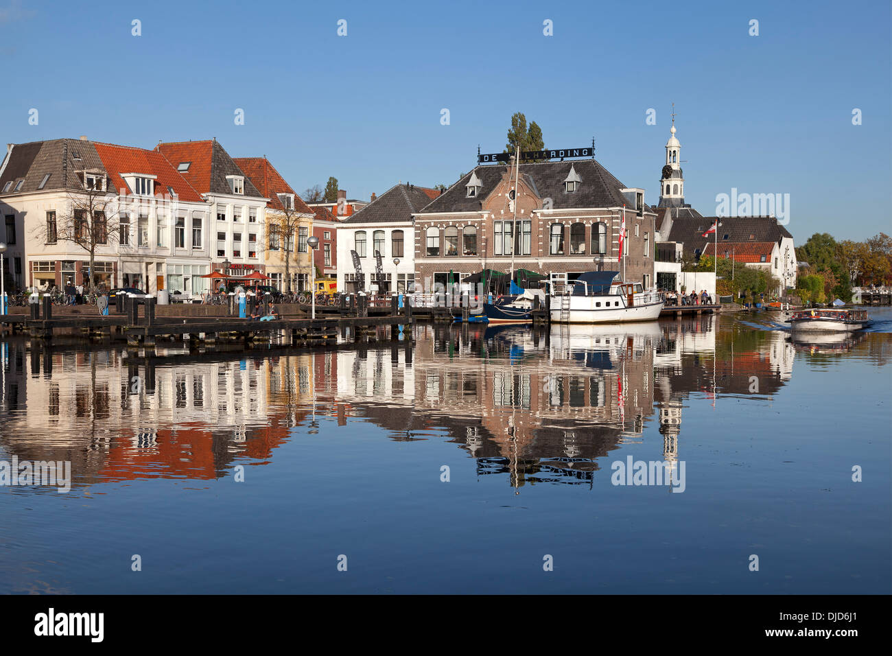 Touristenhafen in Leiden, Holland Stockbild