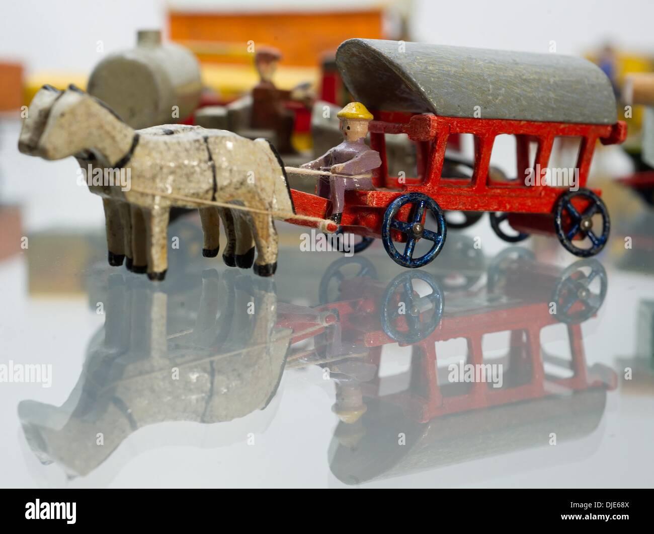 Holzspielzeug von 1935 werden in der Ausstellung \