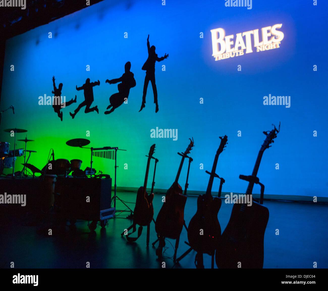 Beatles Tribute Bühne vor einem Konzert Stockbild