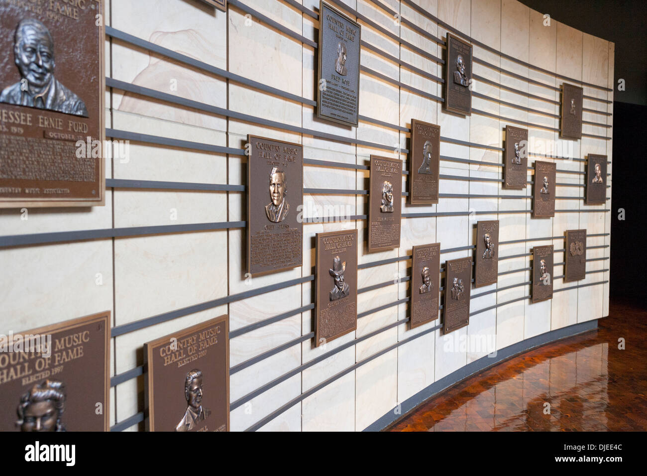 Viele Plaques erkennen Stars der Country-Musik-Beruf in die Country Music Hall Of Fame in Nashville, TN, USA Stockbild