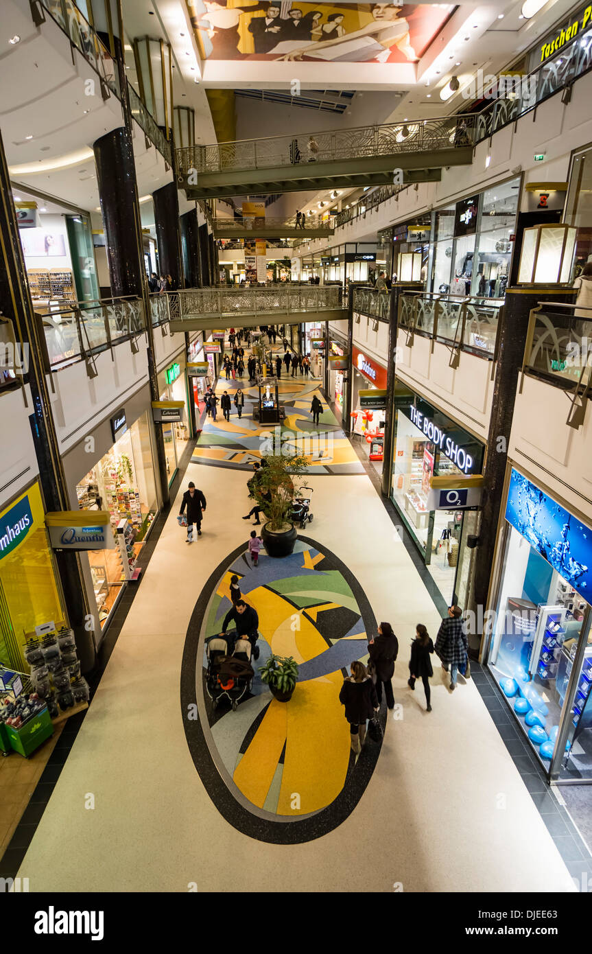 Alexa Shopping-Center, Interieur, Berlin Stockbild