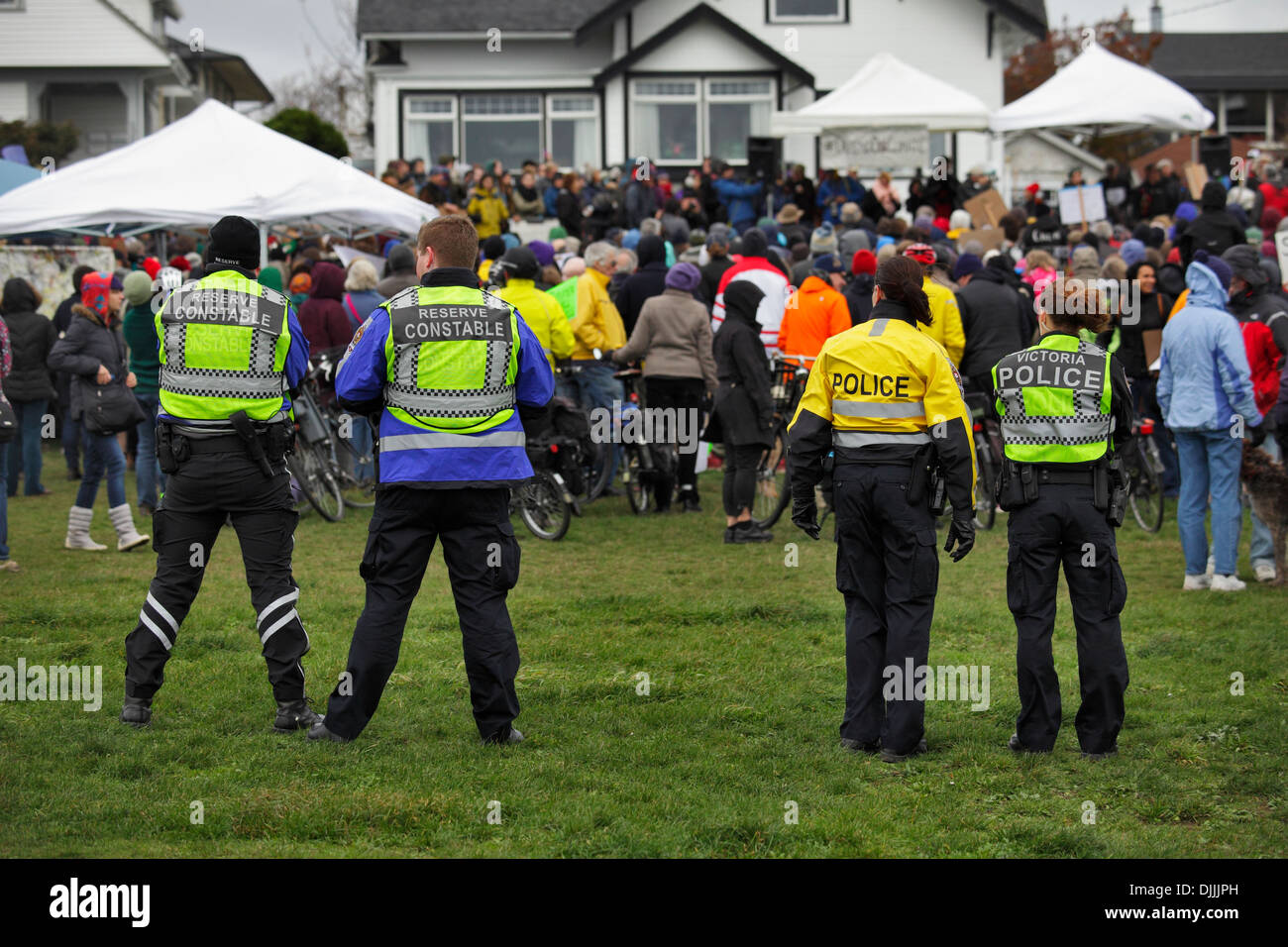 Polizeipräsenz am Anti-Öl-pipeline Rallye-Victoria, British Columbia, Kanada. Stockbild