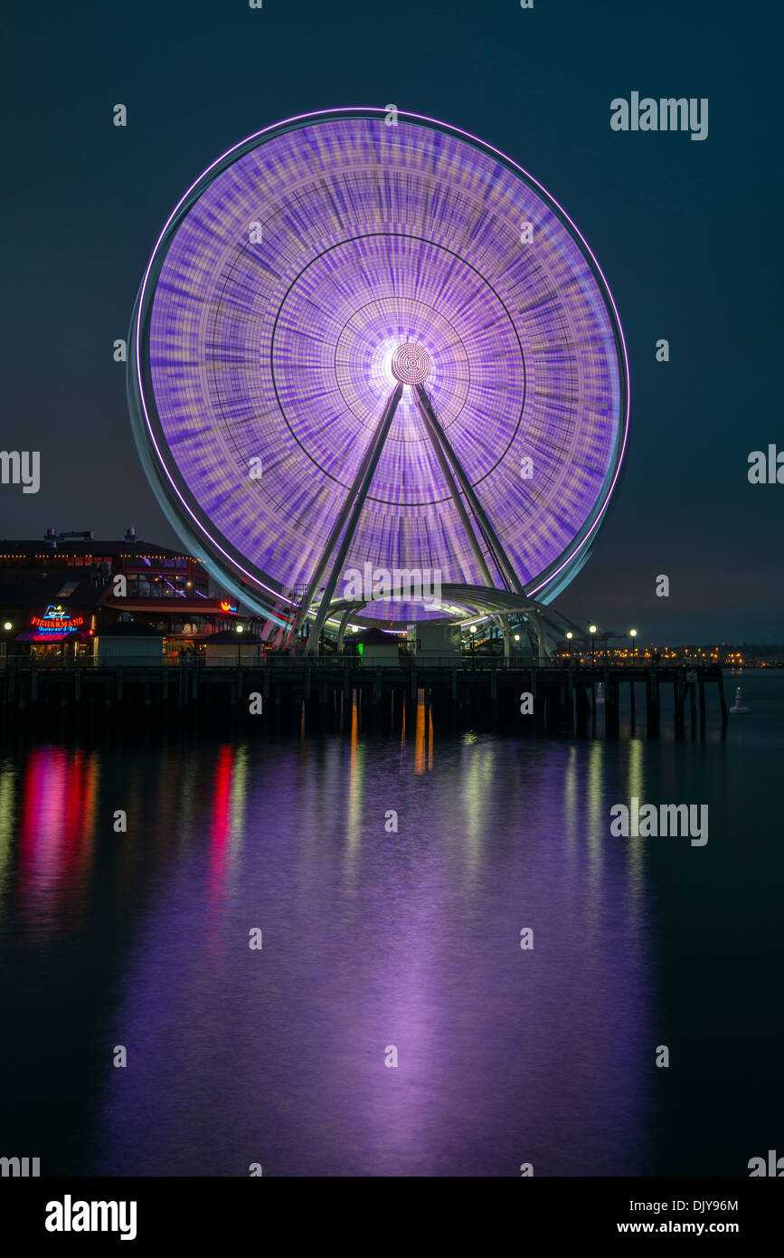 Seattle Great Wheel bei Nacht, Seattle, Washington, USA Stockbild