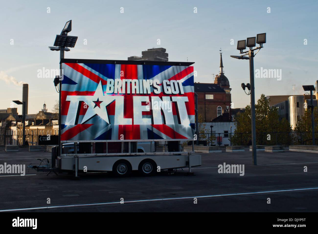 Werbung für Britain es Got Talent vor dem Arsenal Fußball-Stadion im Norden Londons. Stockbild