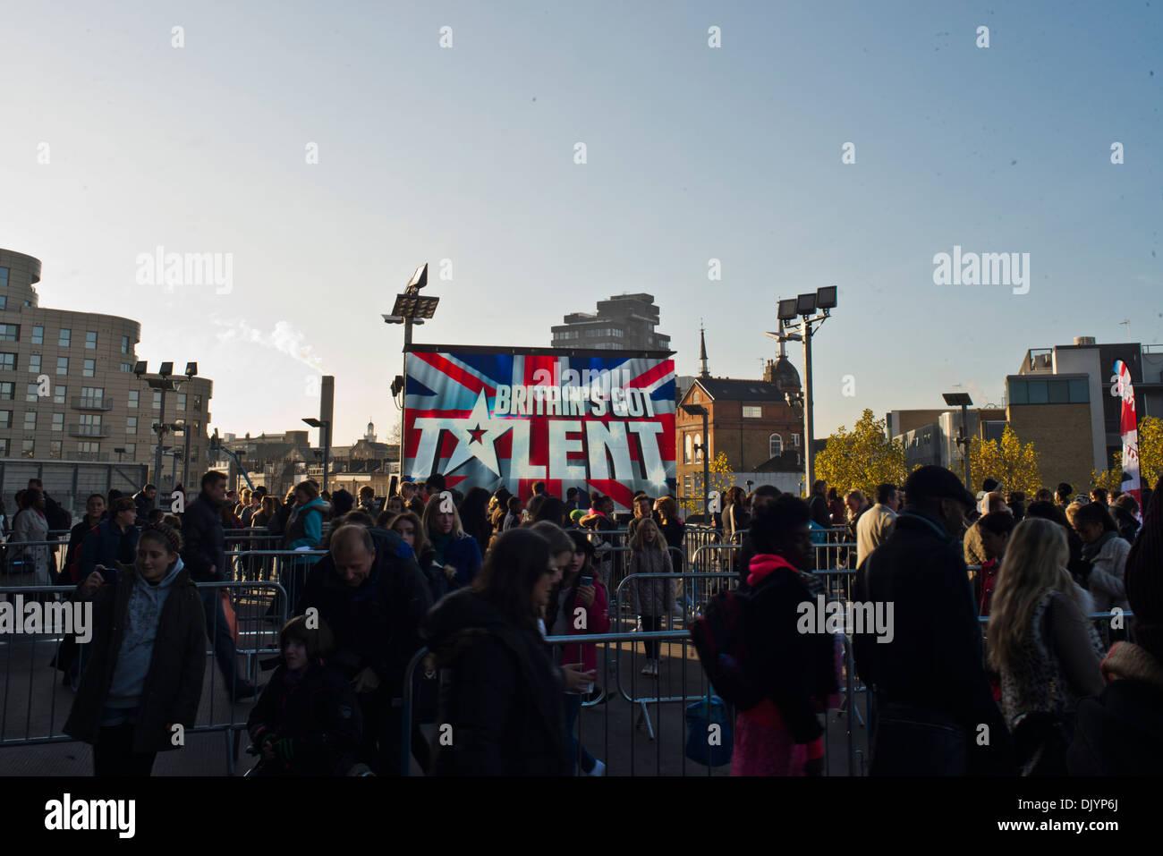 Kundenansturm um zu versuchen ihr Glück in den Auditions für Britain es Got Talent in Nord-London Stockbild