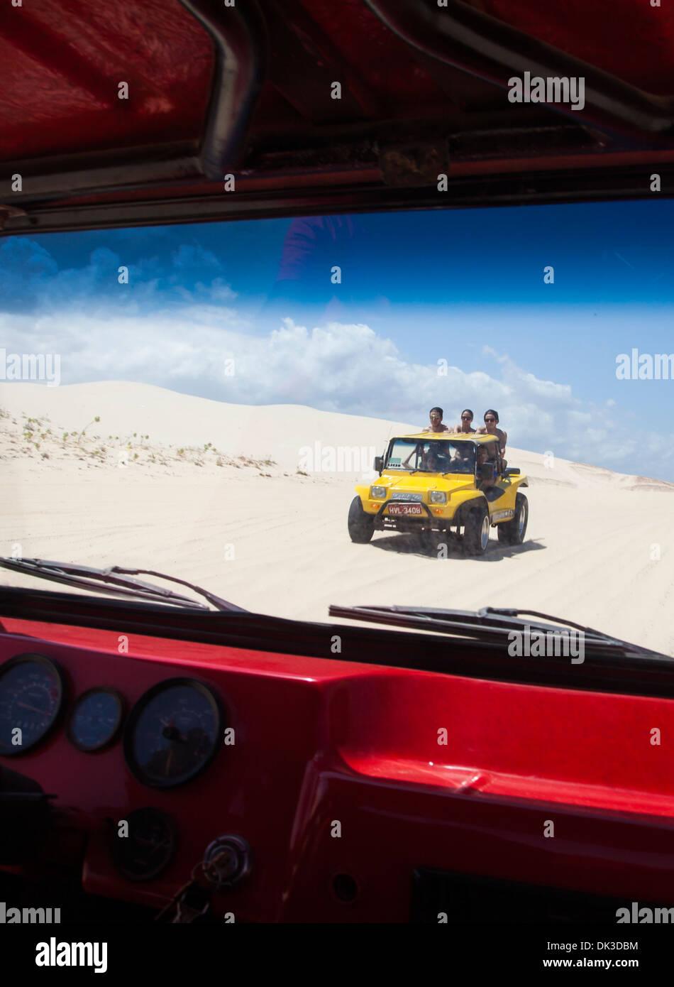 Dune Buggys auf Bezirk Dünen, Cumbuco, Fortaleza, Brasilien. Stockbild