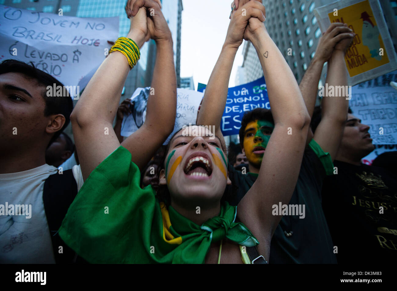 2013-Proteste in Brasilien, Rio De Janeiro Innenstadt, 20. Juni 2013 junge Menschen schreien Worte gegen die brasilianische Stockfoto