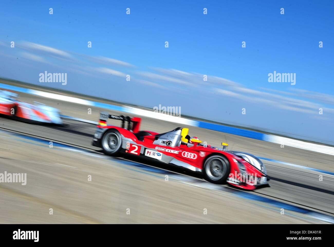 14. März 2011 - treibt Sebring, Florida, USA - Audi Sport Fahrer RINALDO CAPELLO, Italiens, der R15 Plus während der Tests für die 12 Stunden von Sebring. (Kredit-Bild: © Rainier Ehrhardt/ZUMApress.com) Stockbild
