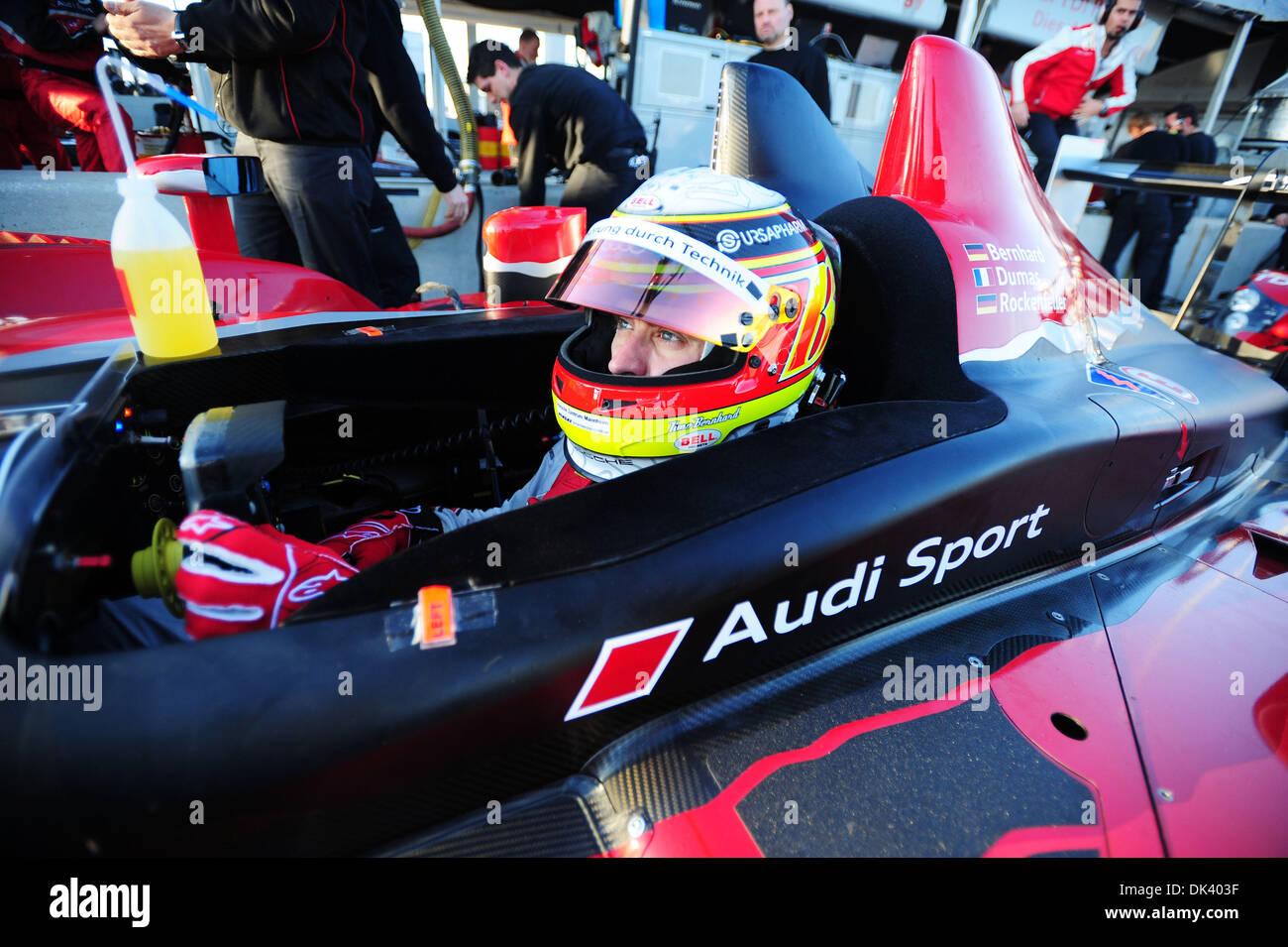 14. März 2011 - wartet Sebring, Florida, USA - Audi Sport-Fahrer TIMO BERNHARD, von Deutschland, in der R15 Plus während der Tests für die 12 Stunden von Sebring.  (Credit: Rainier Ehrhardt/ZUMAPRESS.com) Stockbild