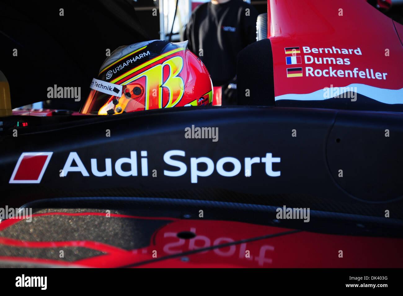 14. März 2011 - wartet Sebring, Florida, USA - Audi Sport-Fahrer TIMO BERNHARD, von Deutschland, in der R15 Plus während der Tests für die 12 Stunden von Sebring.  (Credit: © Rainier Ehrhardt/ZUMAPRESS.com) Stockbild
