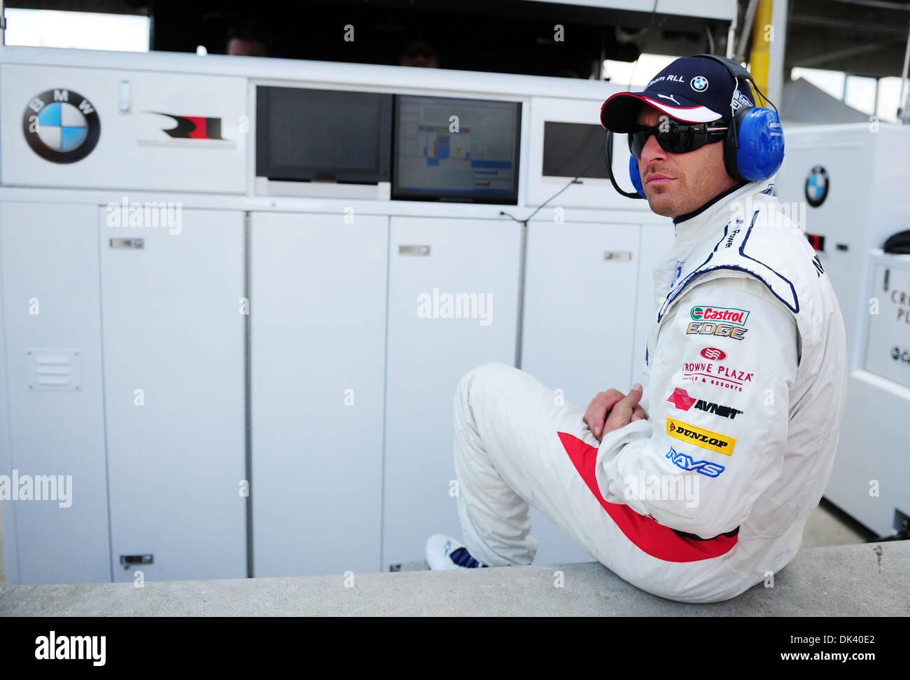 15. März 2011 - blickt Sebring, Florida, USA - BMW-Fahrer BILL AUBERLEN, auf eine Testphase für die 12 Stunden von Stockfoto