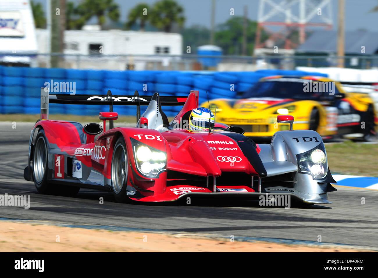 16. März 2011 - treibt Sebring, Florida, USA - Audi Sport-Fahrer MIKE ROCKENFELLER, Deutschlands, der R15 Plus während der Tests für die 12 Stunden von Sebring. (Kredit-Bild: © Rainier Ehrhardt/ZUMApress.com) Stockbild