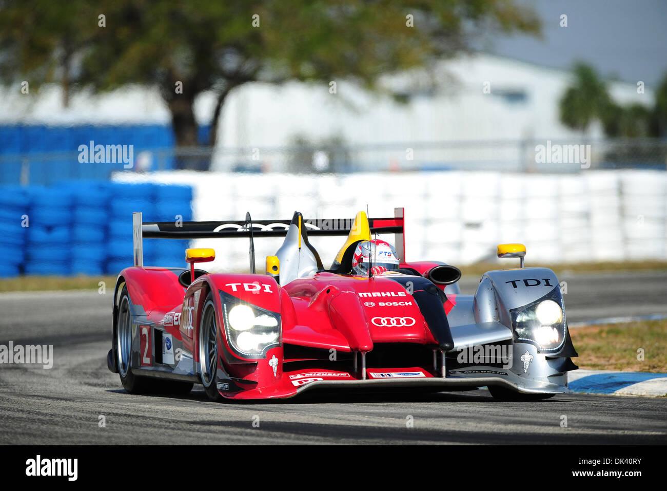 16. März 2011 - Sebring, Florida, USA - Audi Sport Fahrer RINALDO CAPELLO, von Italien, treibt die R15 Plus während der Tests für die 12 Stunden von Sebring (Credit-Bild: © Rainier Ehrhardt/ZUMApress.com) Stockbild