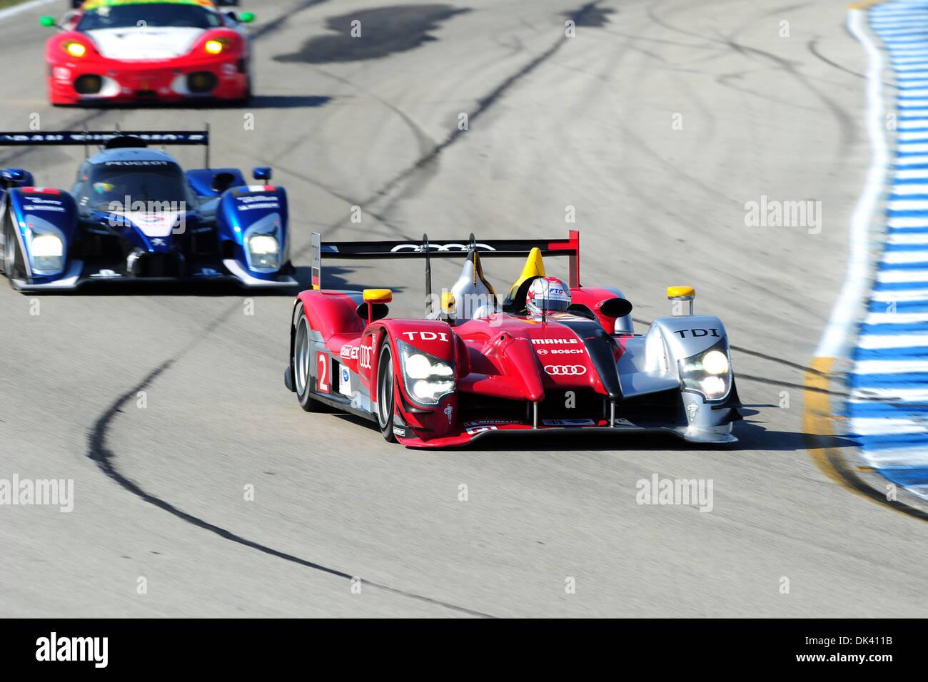 16. März 2011 - treibt Sebring, Florida, USA - Audi Sport Fahrer RINALDO CAPELLO, Italiens, der R15 Plus während der Tests für die 12 Stunden von Sebring. (Kredit-Bild: © Rainier Ehrhardt/ZUMApress.com) Stockbild